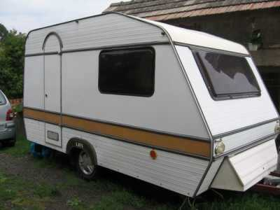 štípačku přívěsu karavanu